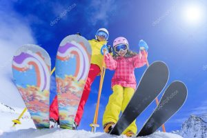 depositphotos_47444299-stock-photo-ski-skiers-sun-and-winter